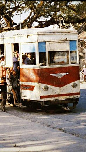 Chuyến xe điện ra mặt trận - Văn học - Tiểu thuyết